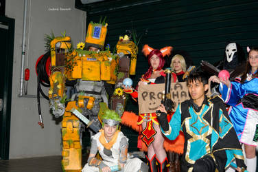 LOL and OW group photo by IntegraFav
