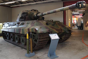 PzKpfw VI Tiger II Koenigstiger Ausf. B Sd.Kfz.182 by cailleachdhubh