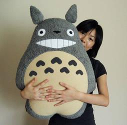 Totoro Pillow by melkatsa