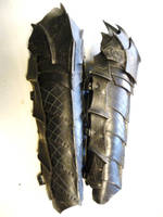 drow heavy greaves by Sharpener