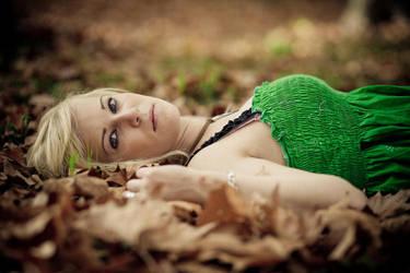 Dans les feuilles by matmoon