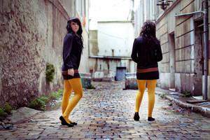 Yellow legs by matmoon