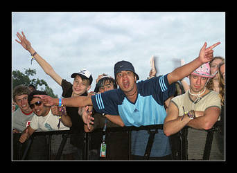 V2005 Festival Crowd by paullomax