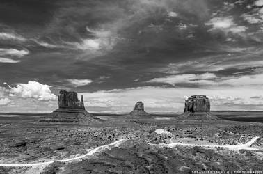 USA   Monument Valley by lux69aeterna