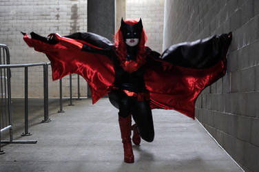 Batwoman Cosplay: The Dark Knightress by Khainsaw