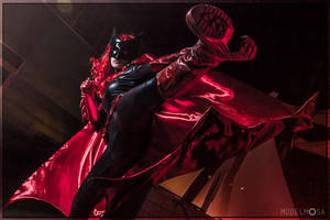 Batwoman Cosplay: JUSTICE Delivery to the FACE by Khainsaw