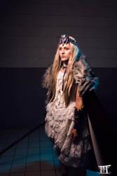 Queen warrior by LeelooKris