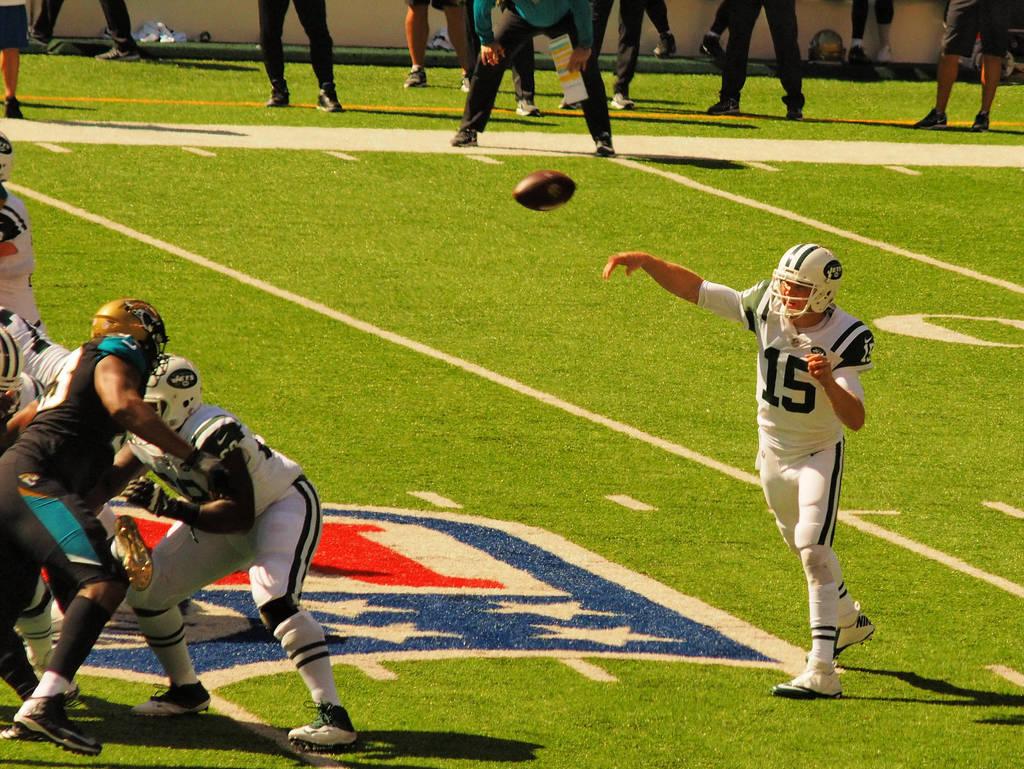 NY Jets against Jacksonville Jaguars by davincipoppalag