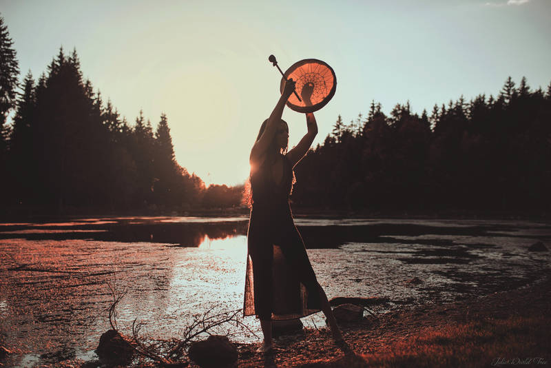 La chamanista by Julieoftheworldtree