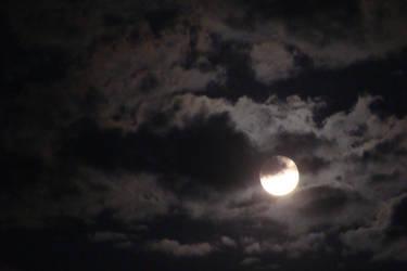 Full moon by SmashingChris