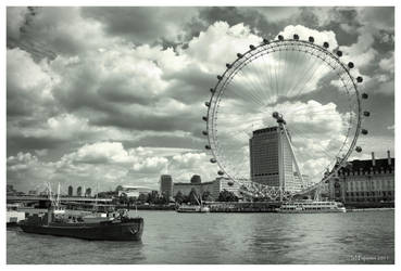 London Eye by Pajunen