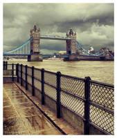 Tower Bridge by Pajunen