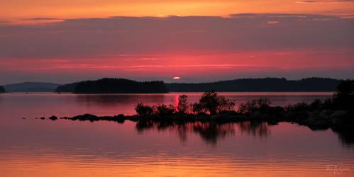 Northern Sunset by Pajunen