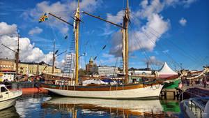 Sailing Ship by Pajunen