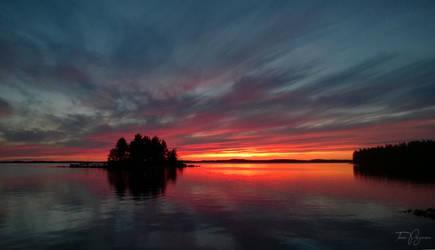 Midnight Sunset by Pajunen