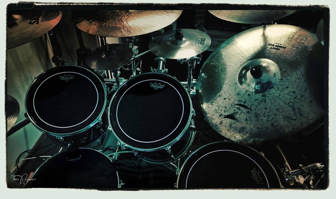 Drum Kit by Pajunen