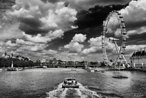 Along the Thames by Pajunen