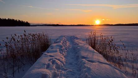 Snowy Pier by Pajunen