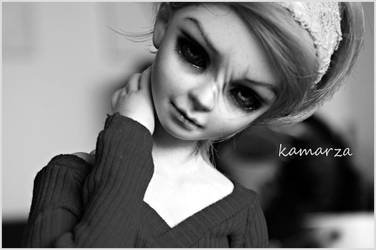 Alana in black and white by kamarza