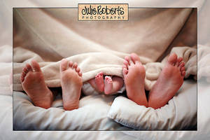 huiting family feet by Juliephotography
