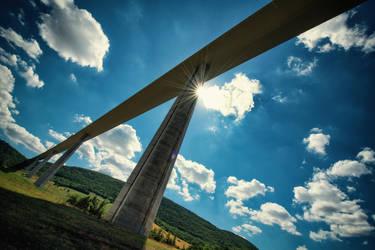 Le Viaduc de Millau by ImaginariumBlahnik