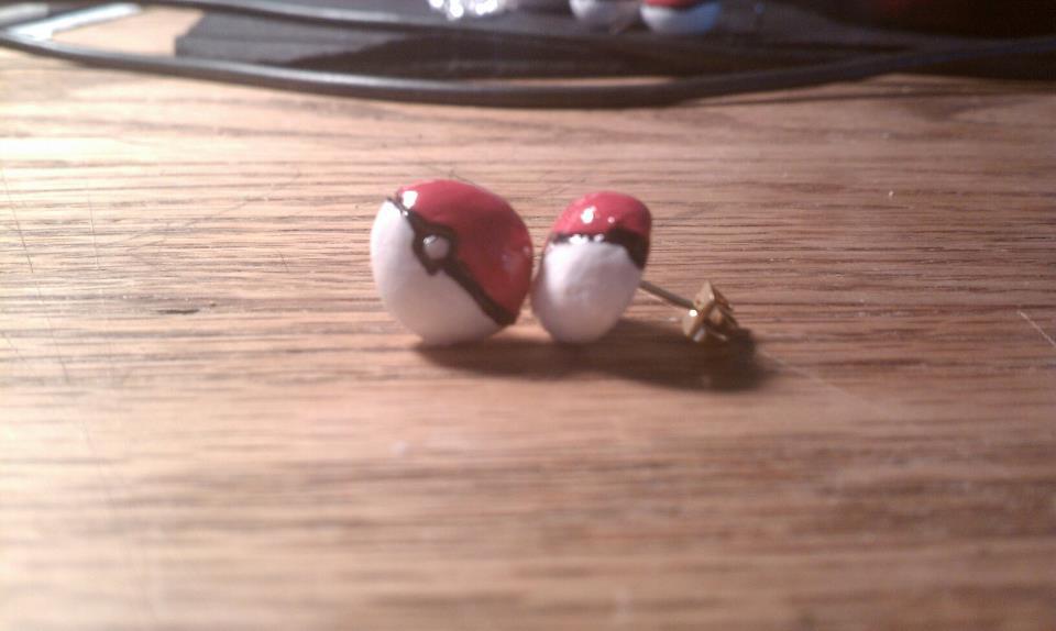 Pokeball Stud Earrings By Kyokurumi