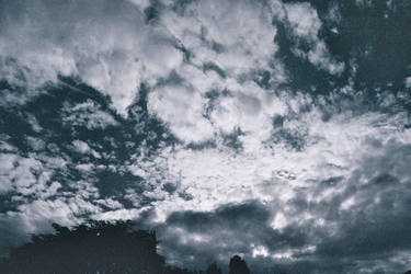 Clouds in the sky - BW by mhorsi