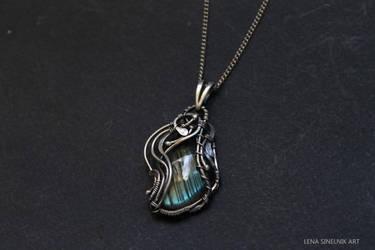 Silver pendant with labradorite by Schepotkina