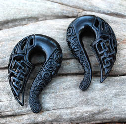 Celtic Ravens - Carved Jet Gauged Talon Earrings by Wyrdhaven