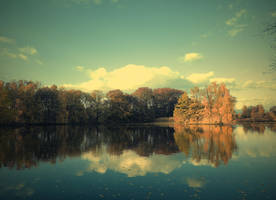 Autumn pond by FrantisekSpurny