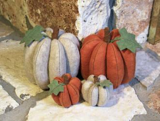 Felt Pumpkins! by MadeleiZoo