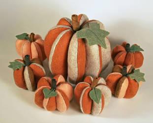 Felt Pumpkin Shakeup by MadeleiZoo
