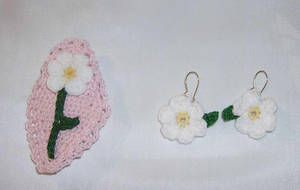 Daisy lapel pin and Earrings by Crochet-by-Clarissa