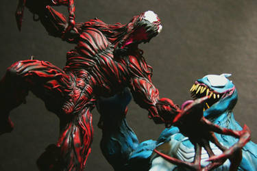 Venom vs Carnage close up by FritoFrito