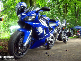 Yamaha YZF R1 by jun-gtr