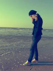 Feeling so lonely by MarjOlijn
