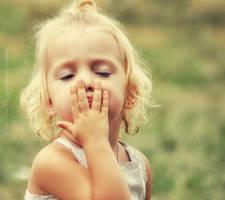 Blowing Kisses by teresastreasures72