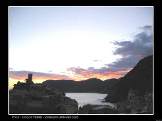 Sunset at Vernazza by herrasus
