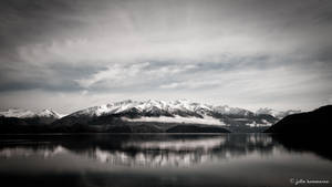 Lake Wanaka by juliekoesmarno