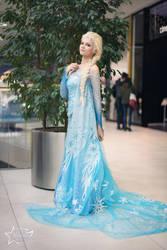 Elsa (Frozen) cosplay by AnitramNoriko