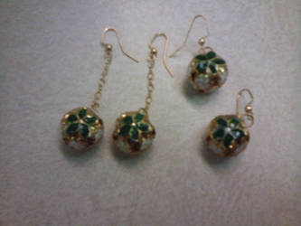 Gold and green christmas earrings by gingerbered