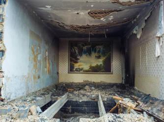 Collapsing ruins by Yaskolkov