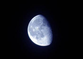 Waning Gibbous Moon by laurelrusswurm