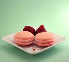 Strawbery Macarons by bittykate