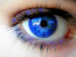 Sparkle Blue Eyes by gem-22-99