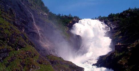 Waterfalling by clearblueskies