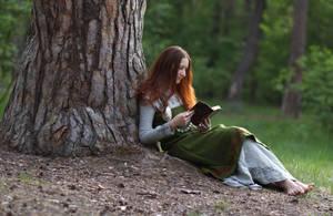 Under the tree by Ryzhervind