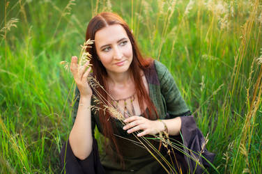 Elven maid in the field by Ryzhervind