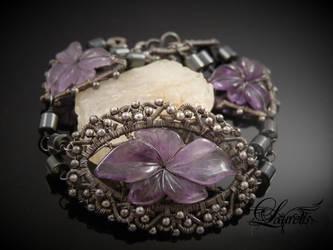 Dark flower bracelet by Laurelis