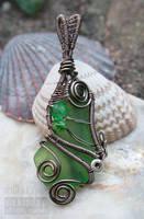 Green seaglass pendant by ukapala